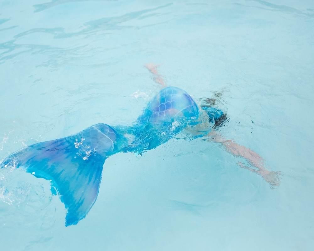 coup de pied de sirène pour nager