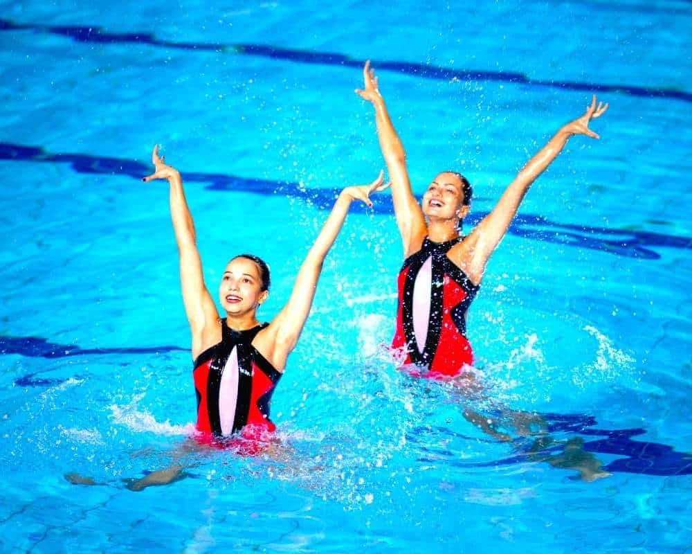demonstration de danse aquatique en synchronisation
